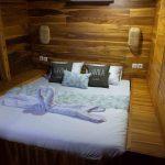 Sewa-Kapal-Navilia-Phinisi-Liveaboard-LabuanBajo-kamar-cabin 2