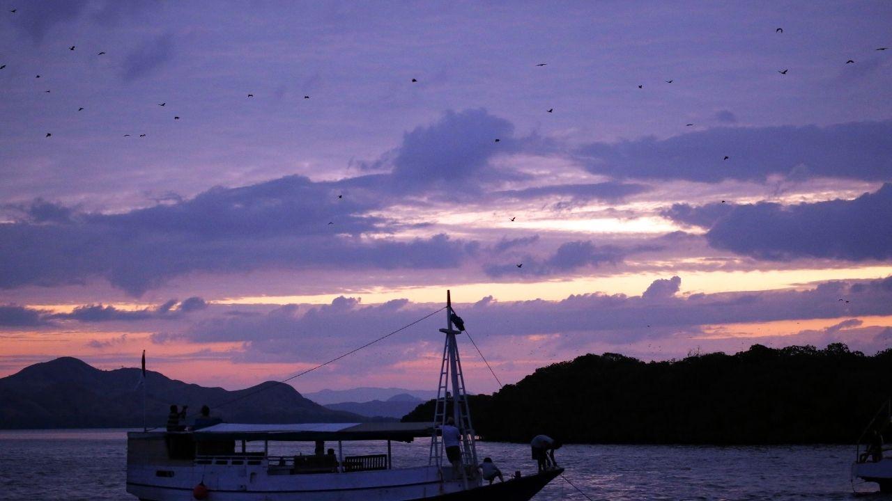 Tempat Wisata Labuan Bajo Komodo Menikmati Senja di Pulau (2)