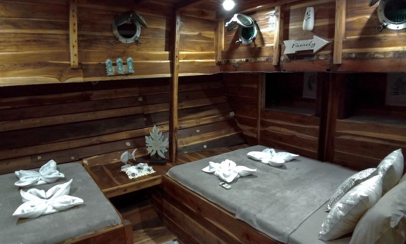 cabin lalunia phinisi labuan bajo