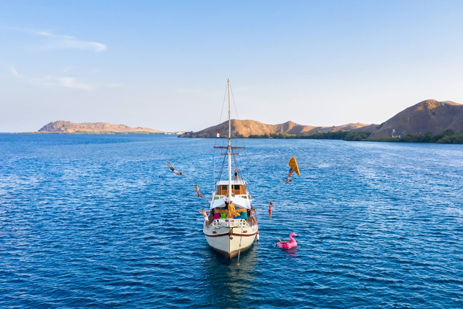 sewa kapal lalunia phinisi liveaboard labuan bajo komodo