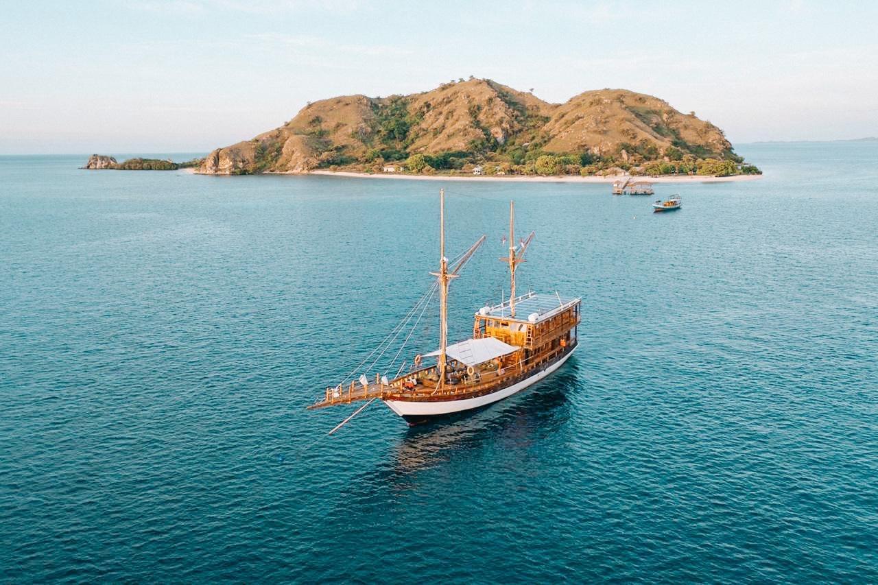 Paket Sewa Kapal Komodo Labuan Bajo – Gammara Phinisi Liveaboard 2021 Harga – Opentrip – Itinerary